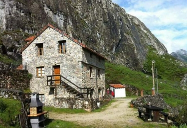 La Pinietsa - Valle De Lago, Asturias