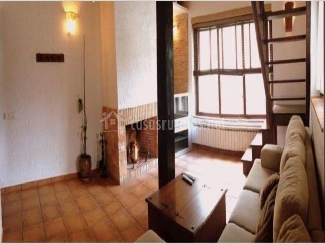 Habitación duplex con escaleras