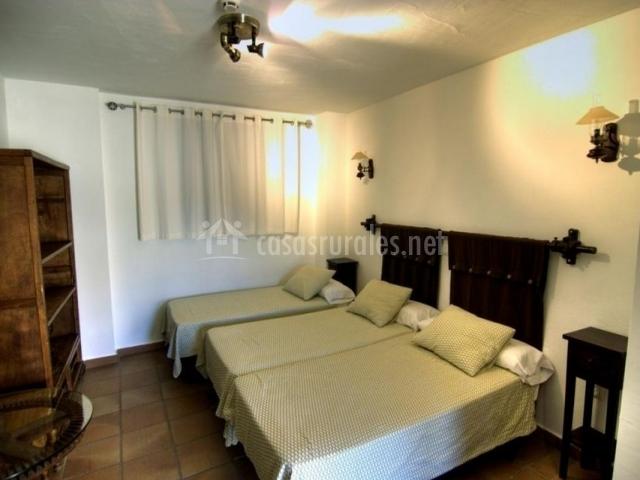 Dormitorio con camas individuales y supletoria