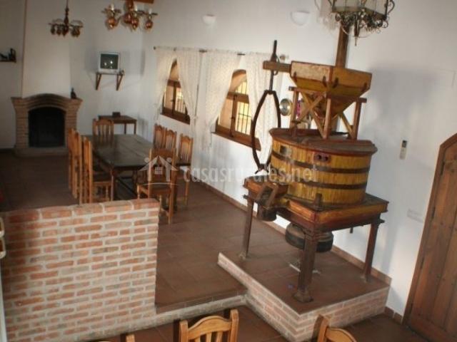 Salón y cocina en vista general con el molino