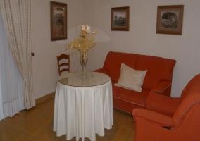 Cama de matrimonio en la suite principal del hotel