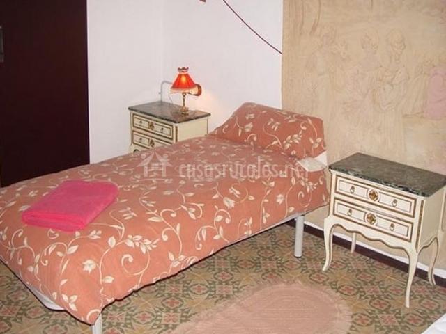 Dormitorio individual de la casa rural