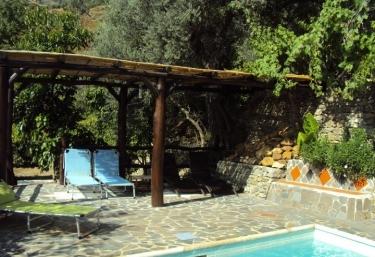 15 casas rurales con piscina en la alpujarra for Casa rural 15 personas con piscina