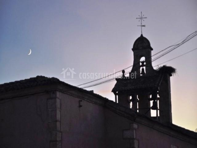La Iglesia del pueblo al anochecer