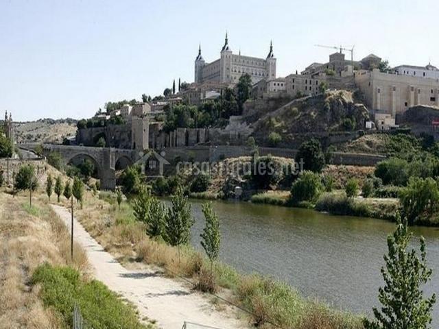 El río Tajo atravesando la ciudad de Toledo