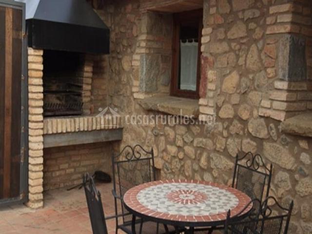 Mas el segal s en viladrau girona for Barbacoa patio interior