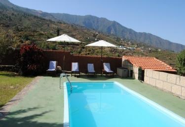 Casas rurales con piscina en arafo - Casa rural casa el cura viejo ...