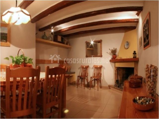 Cal conrad casas rurales en nulles tarragona - Comedor con chimenea ...