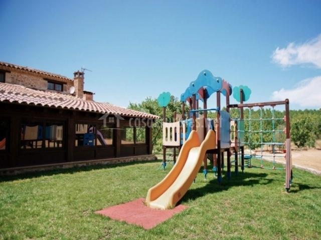 Parque con toboganes