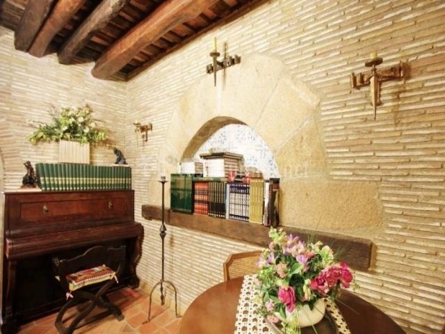 Piano antiguo y libros
