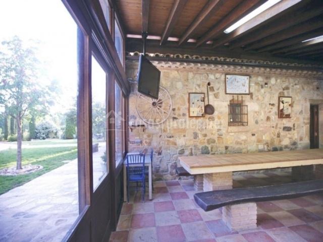 Sala anexa con tele