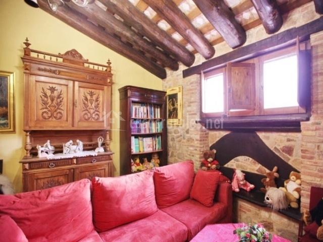 Salón con sillón rojo