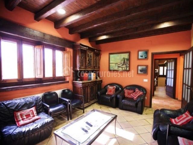 Salón con sillones de cuero