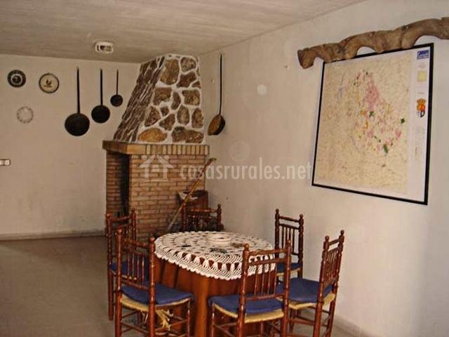 Casa serrano en ribatajada cuenca - Mesa de cocina rustica ...