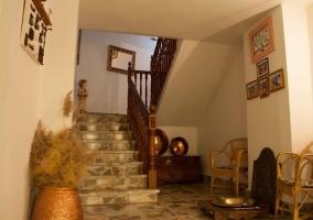 Hall recibidor con escaleras