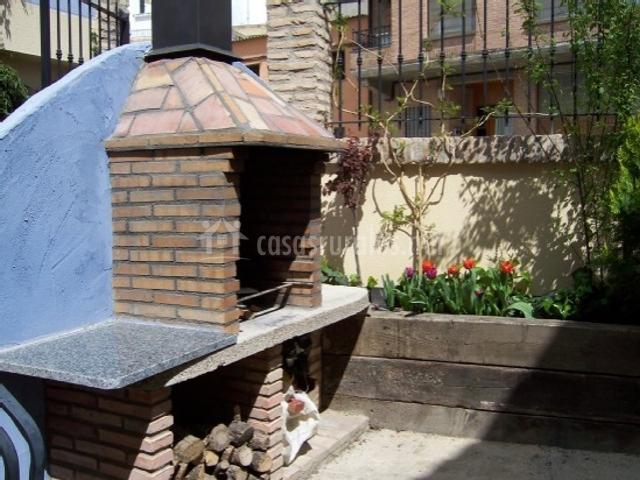 El belcho i en arguedas navarra for Barbacoa patio interior