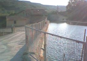 Casona junto al río