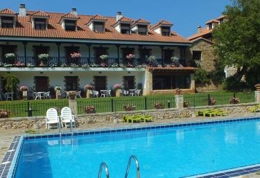 Casas rurales con piscina en cantabria for Casas rurales en santander con piscina