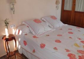 Habitación cama doble con ventanal