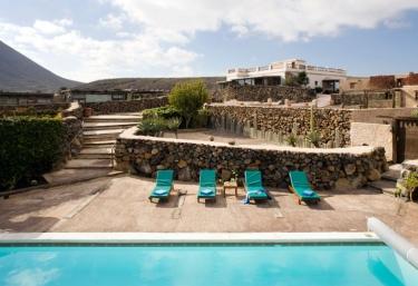 Casas rurales con piscina en haria for Casas vacacionales con piscina