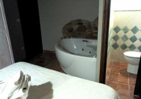 Dormitorio de matrimonio con jacuzzi