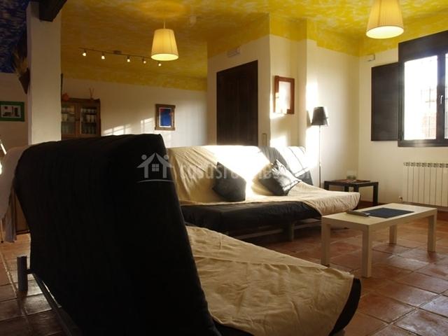 Salón con sofás