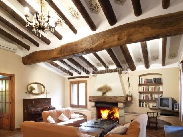 Mas virgili casas rurales en el mila tarragona - Casa rural con chimenea en la habitacion ...