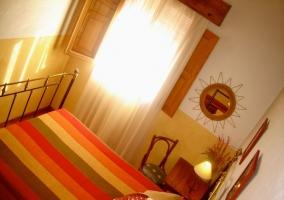 Dormitorio para cuatro visto desde la litera de arriba