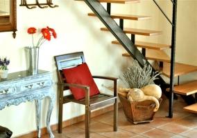 Mobiliario del comedor con escaleras