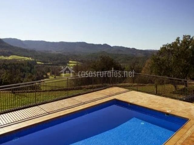 Casa serra de dalt casas rurales en lladurs lleida for Bordillo piscina