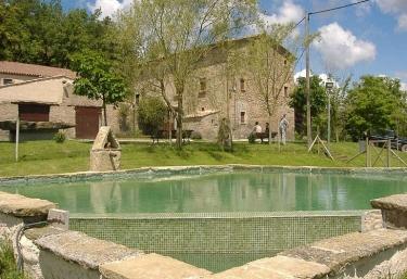 Casas rurales con piscina en osona for Casas rurales con piscina en alquiler
