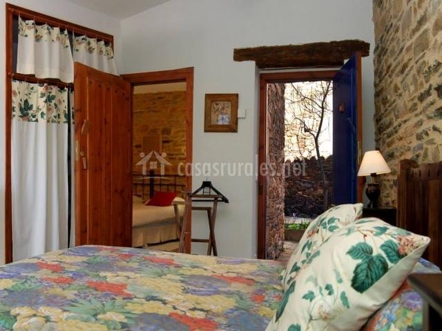 Dormitorio comunicado con otro de similar tamaño
