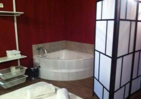 Baño con jacuzzi incorporado