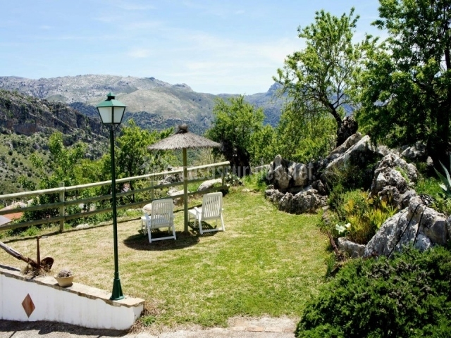 Área de descanso con vistas a la montaña