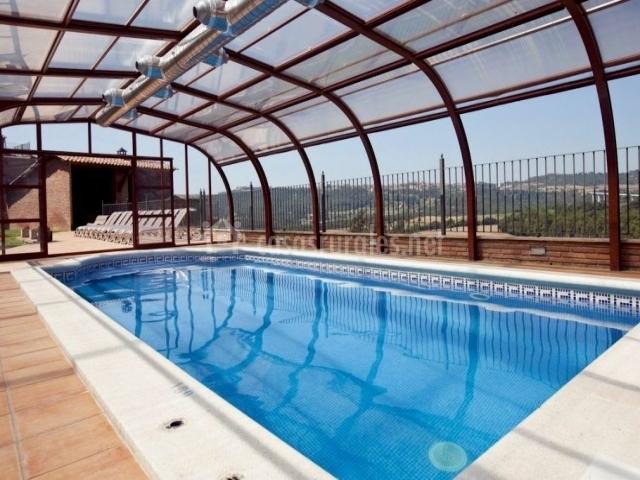 Casa cal cosme en casserres barcelona for Casa rural piscina climatizada interior