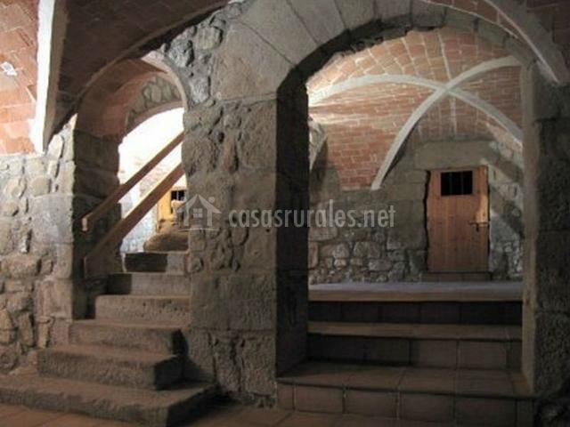 Arcos de piedra y puerta