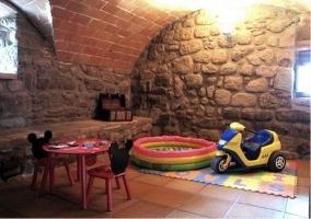 Piscina de bolas y moto infantil