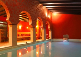Piscina y zona chillout