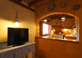 Cocina y televisor en Eivissa