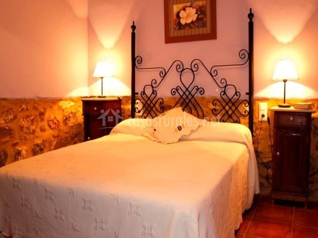 Casa rural el raval en algar de palancia valencia for Cama dormitorio matrimonio