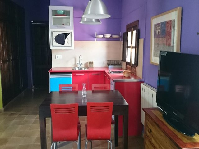 Mesa de comedor y televisión