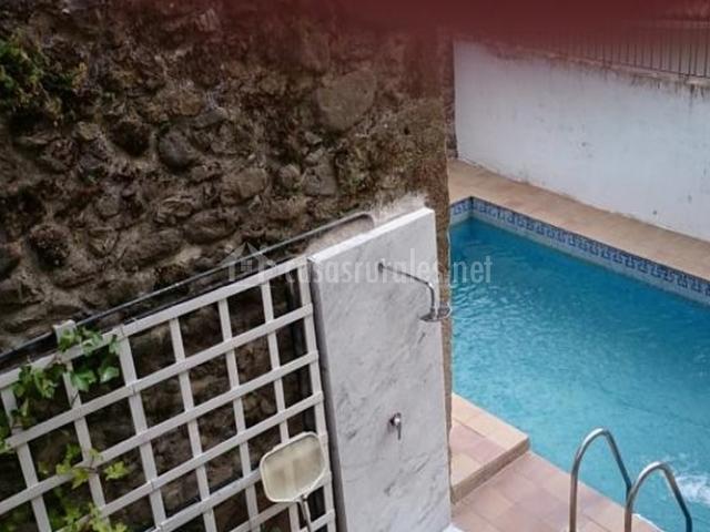 Zona exterior con piscina de la casa rural
