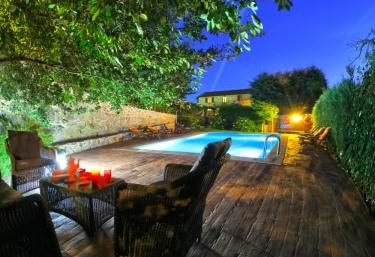 Casas rurales con piscina en a lama - Casa rural piscina interior ...