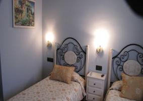 Dormitorio doble con mesilla en blanco