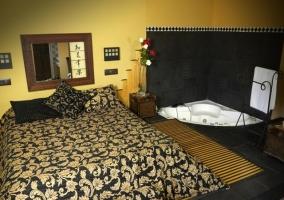 Dormitorio con espejo