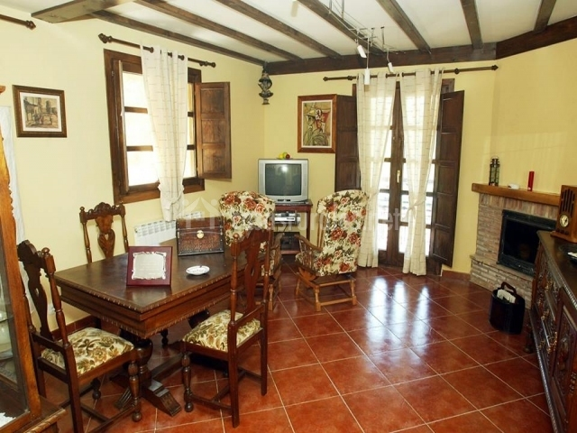 Casa rural de cabrera casas rurales en urrez burgos - Casa rural con chimenea en la habitacion ...