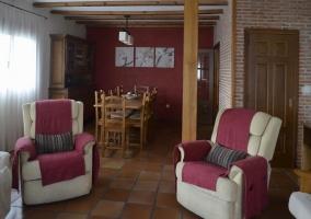 Sala de estar amplia con la zona de comedor