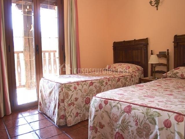 Dormitorio doble con salida al corredor