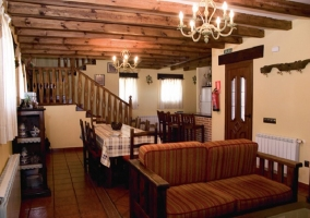 Salón comedor con cocina abierta