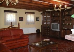 Salón con sofás de cuero